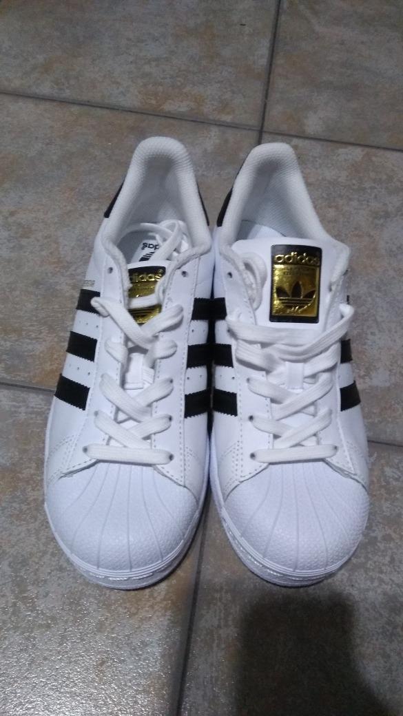 outlet store e9d28 488b5 vendo zapatillas adidas superstar. Cargando zoom.