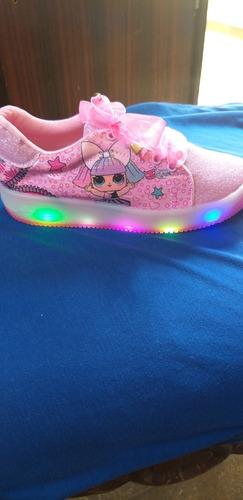 vendo zapatos de niña marca lol con luces
