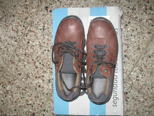 vendo zapatos de trabajo nuevos talle 40 marca hombu ,r.meji