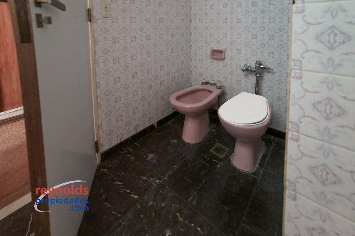 ¡venta 168 m2 cubiertos y 15 m2 de balcón! con 4 dormitorios, 3 baños y cochera móvil.  usd 2261/m2