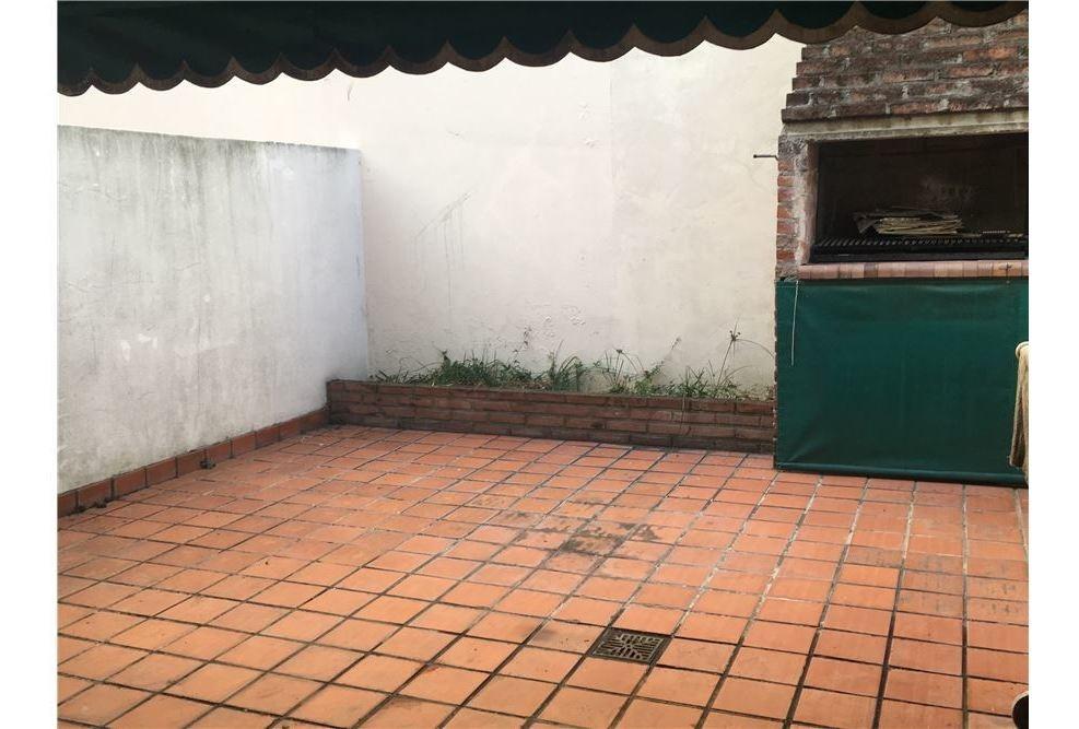 venta 2 amb en saenz peña  con patio y parrilla