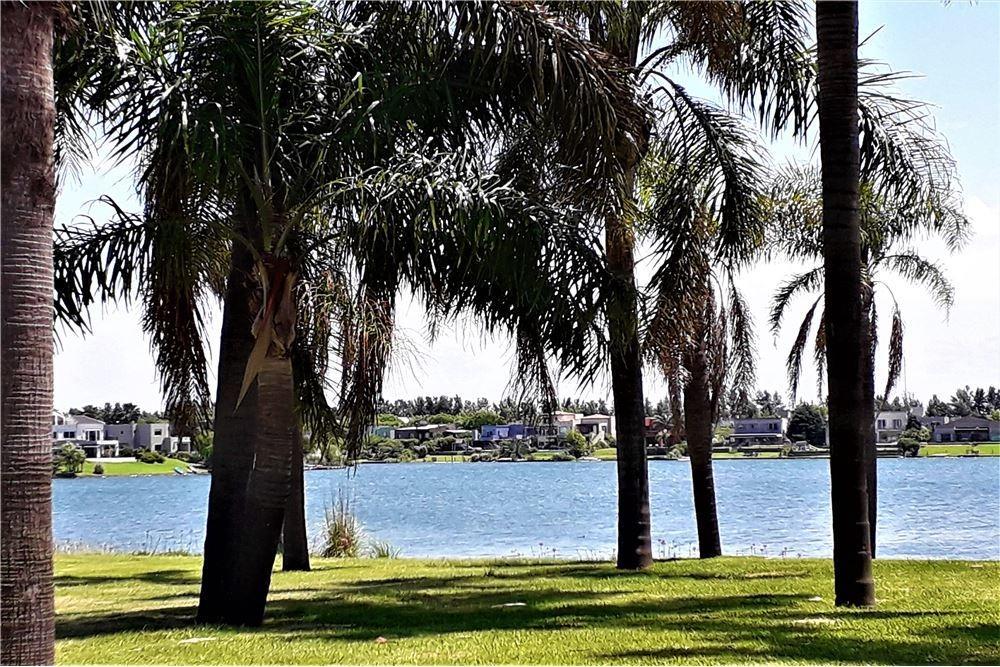 venta 2 ambientes a la laguna cochera y amenities