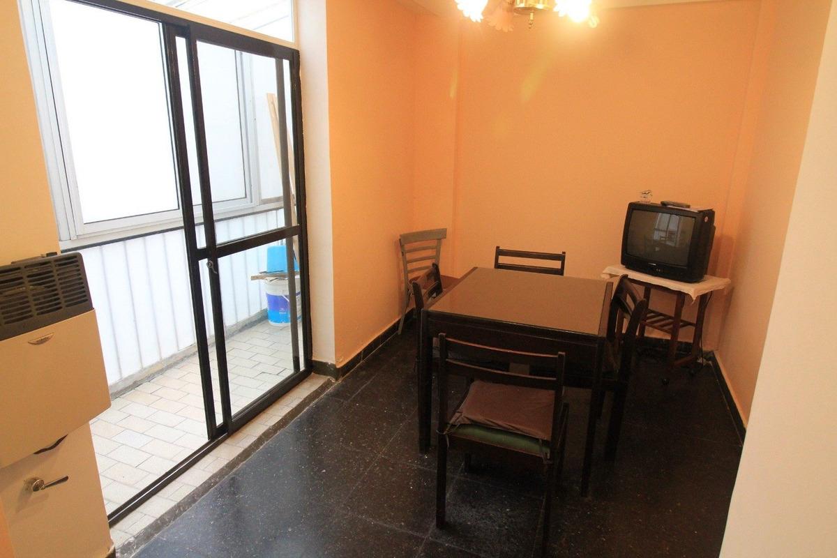 venta 2 ambientes contrafrente, a 50 mts. de plaza colòn