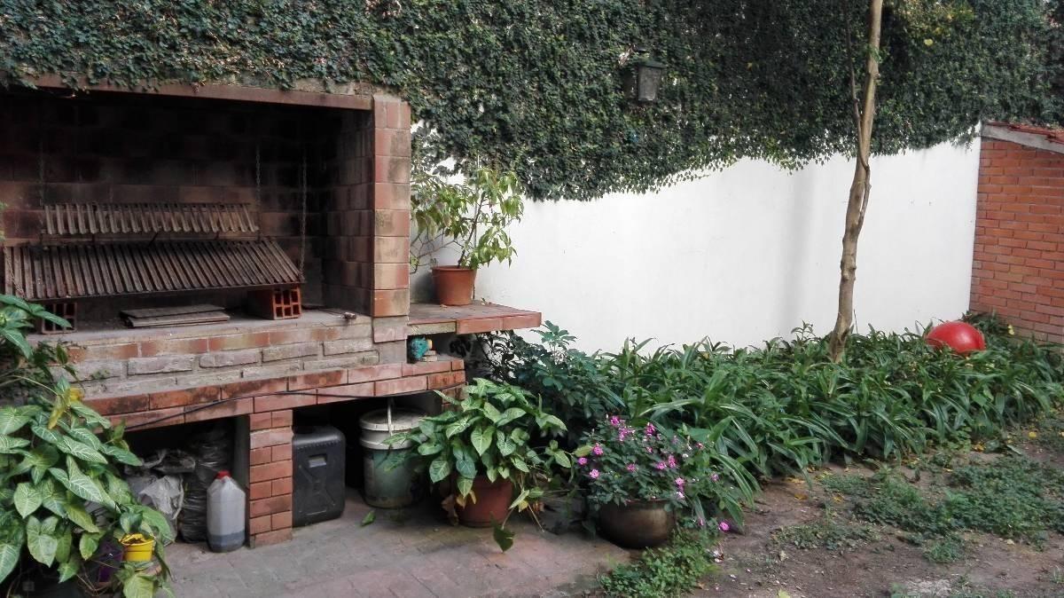 venta 2 ambientes c/patio y parrilla 100m2 flores mbr