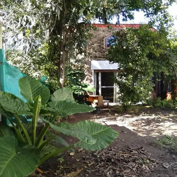 venta  2 casas al fte. 3 amb. fdo. 2 amb. con jardin. ing. maschwitz