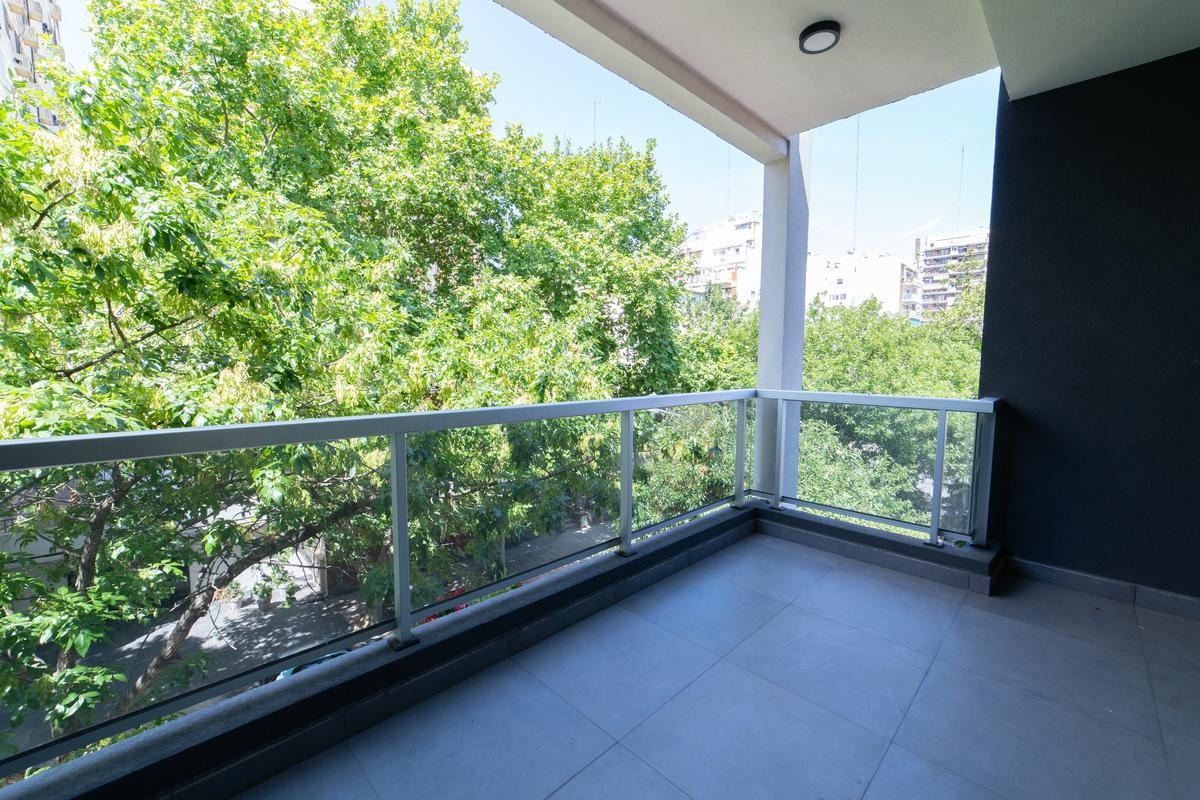 venta 3 ambientes con balcón aterrazado con parrilla, cochera