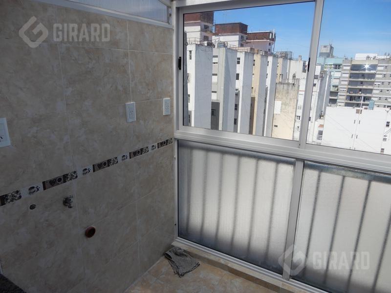 venta 3 ambientes con balcón terraza, reciclado, zona centro.
