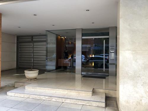venta 4 amb con dependencia   cochera edificio caruso