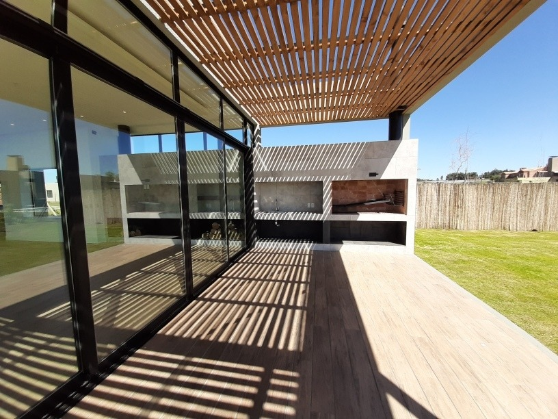 venta a estrenar en viñedos de latahona, solar de 1200 m2