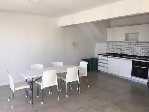 venta:  a estrenar excelente 2 ambientes en suite -  toilette - sum - parrilla - laundry