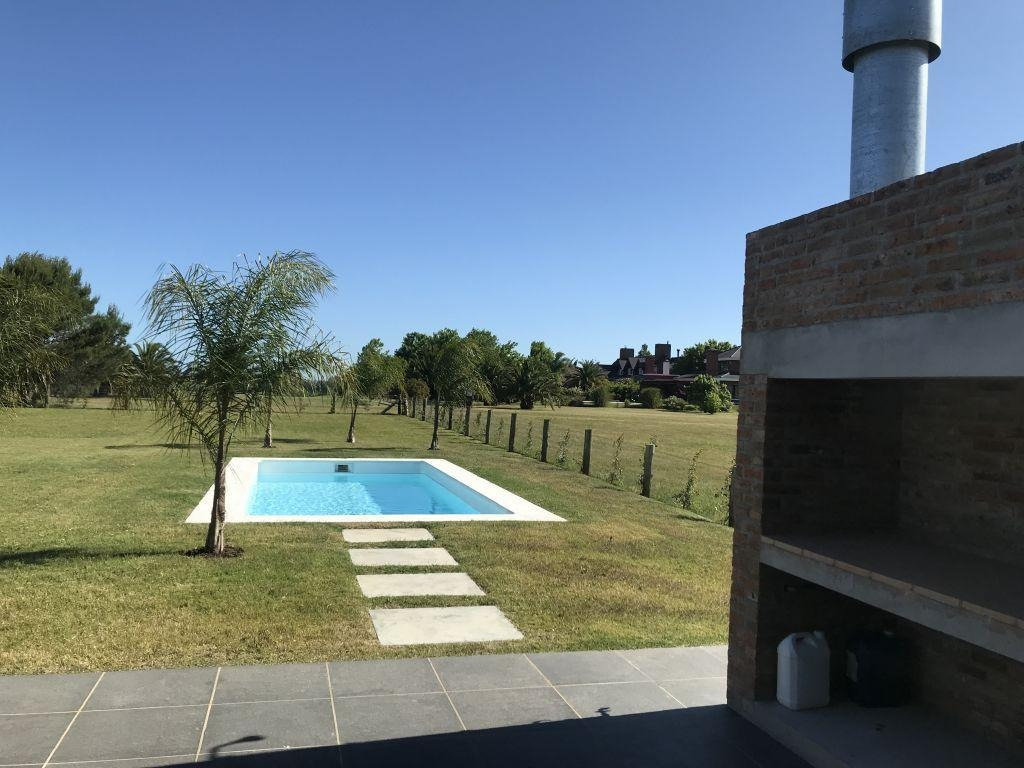 venta alquiler casa 4 dormitorios 4 baños lomas de la tahona piscina # 386