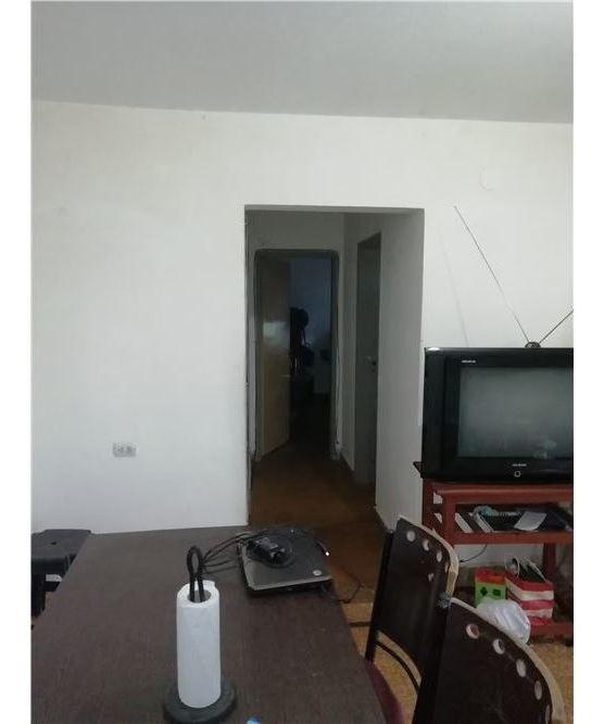 venta amplia casa 2 dorm. cochera. b° villa aurora