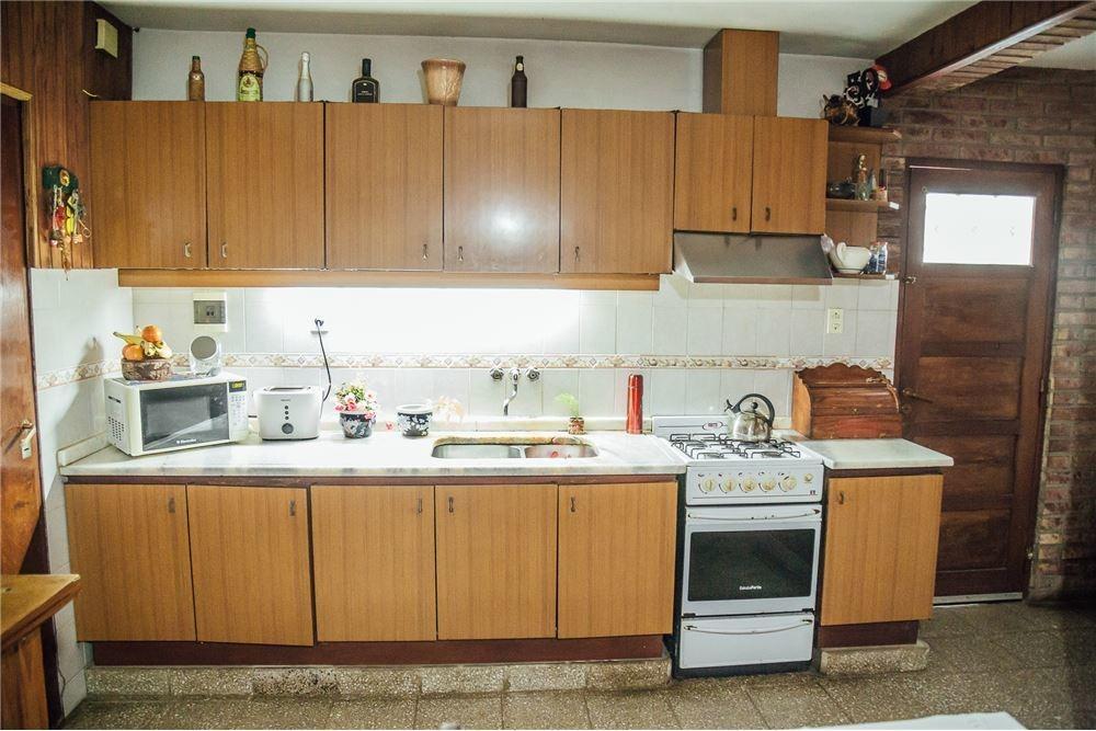 venta amplia casa 3 dorm con patio - jorge newbery