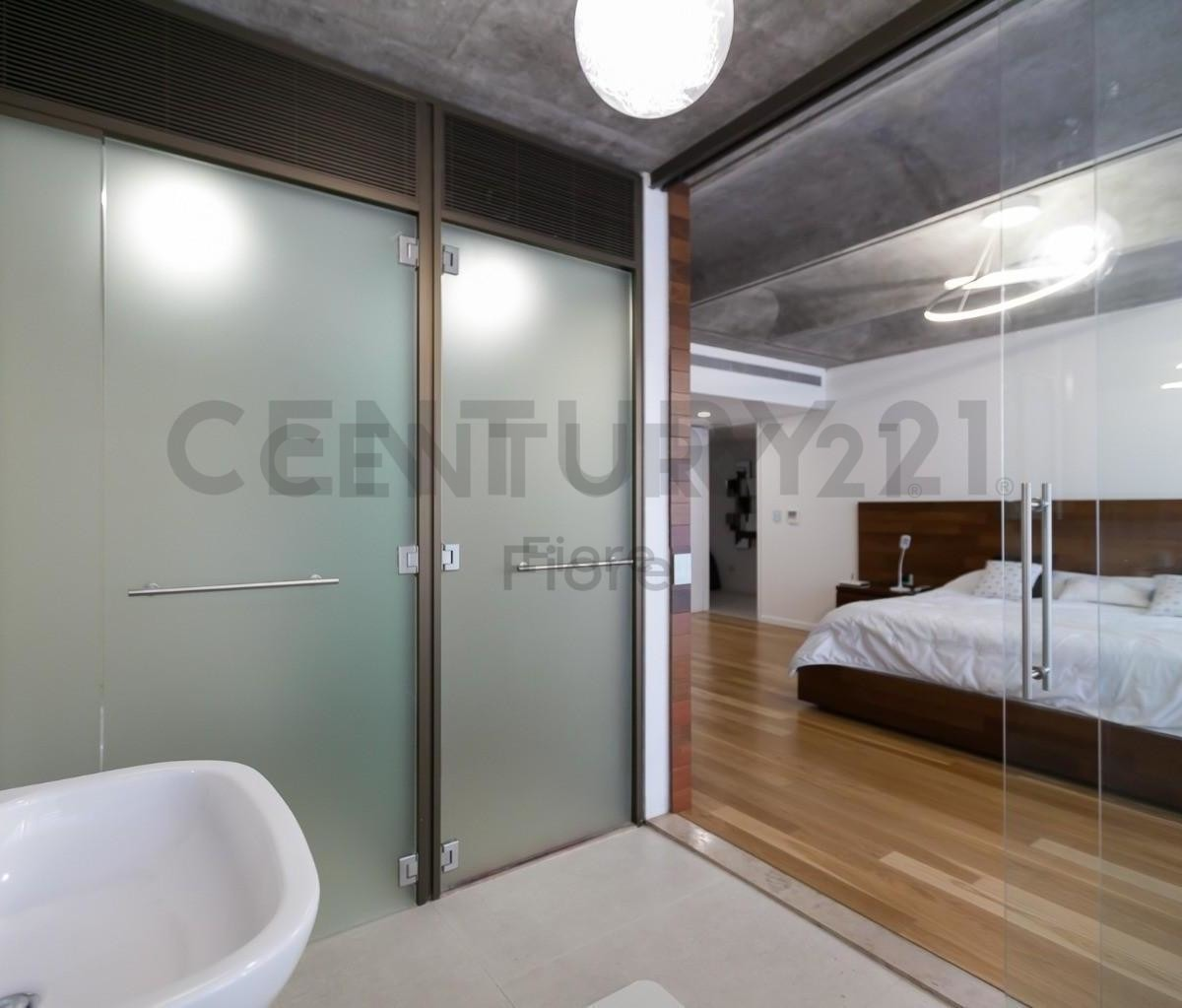 venta amplio departamento 2 ambientes con cochera en torre aleph puerto madero