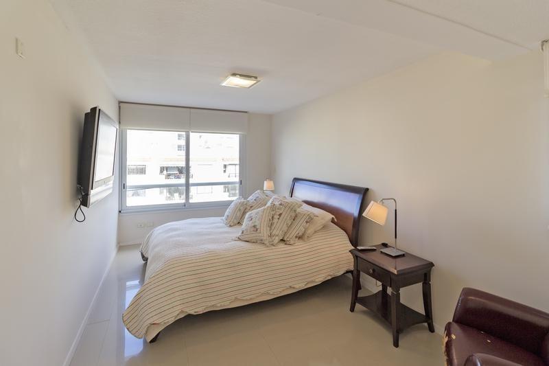 venta apartamento 3 dormitorios más dependencia con parrillero punta del este