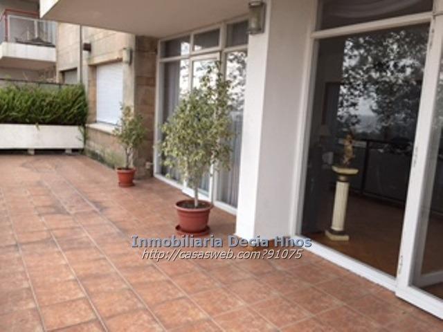 venta apartamento  3 dormitorios y servicio frente al mar