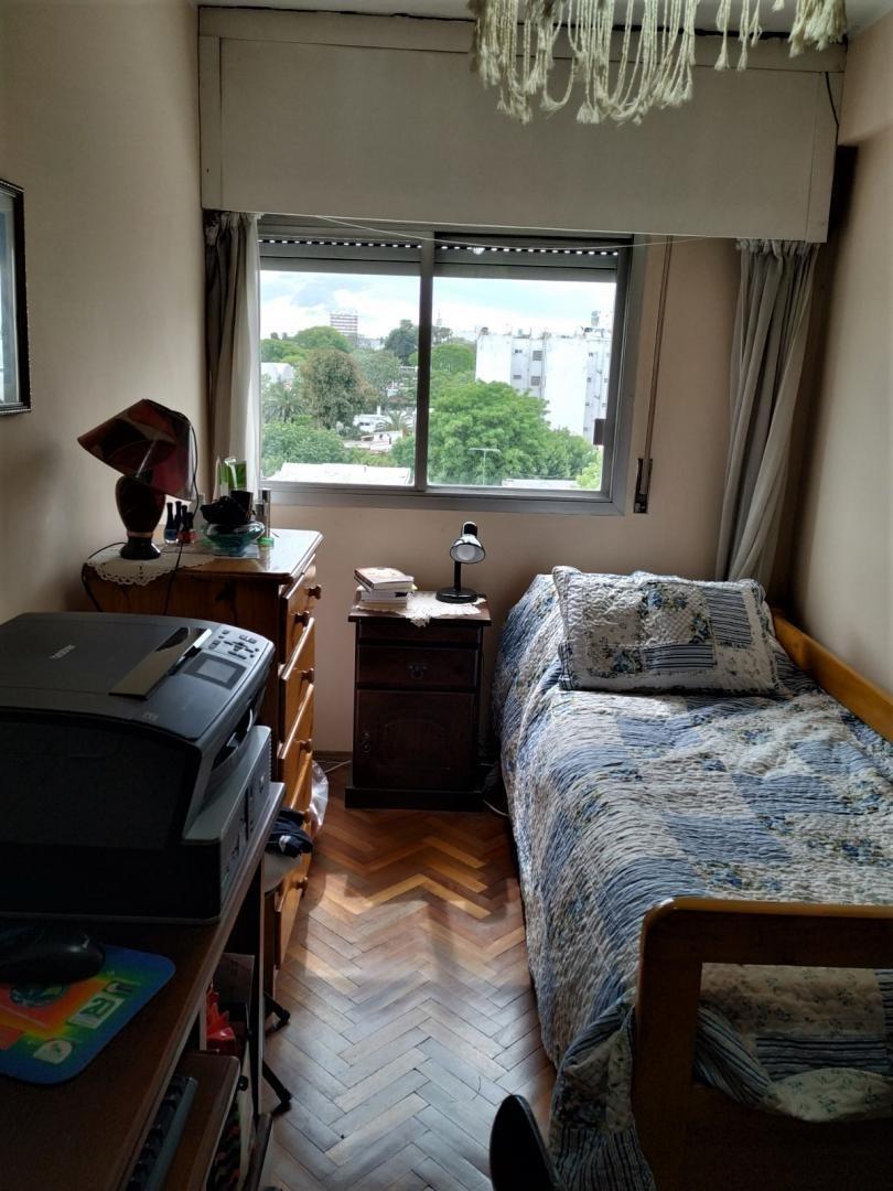 venta apartamento pocitos, 2 dormitorios,frente,  bajos gastos comunes