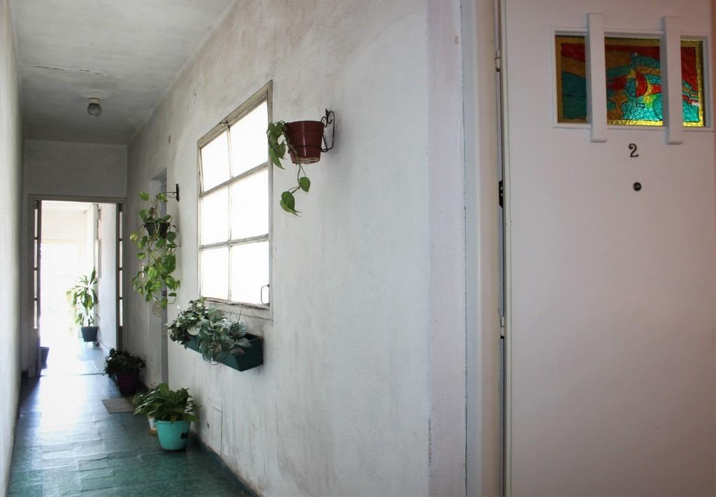 venta apto 2 dormitorios con patio. cerca de nuevo centro.