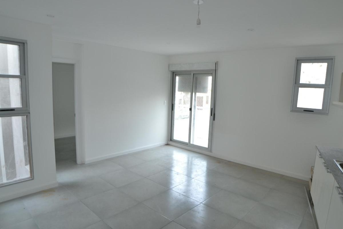 venta aptos de 1 y 2 dormitorios con patio o terraza. a pasos de br artigas.