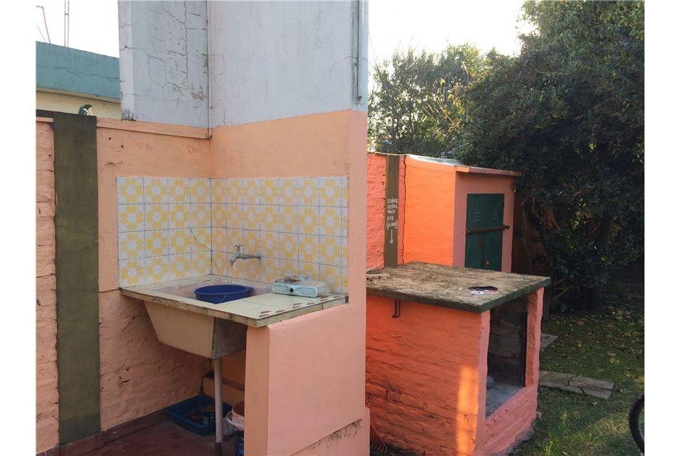 venta casa 2 ambientes amplio terreno pileta