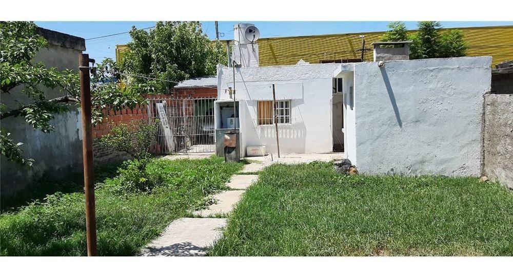 venta casa 2 ambientes y dos locales - villa tesei