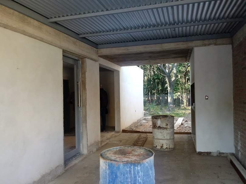 venta casa 2 dorm, patio, cochera en barrio con seguridad villa catalina