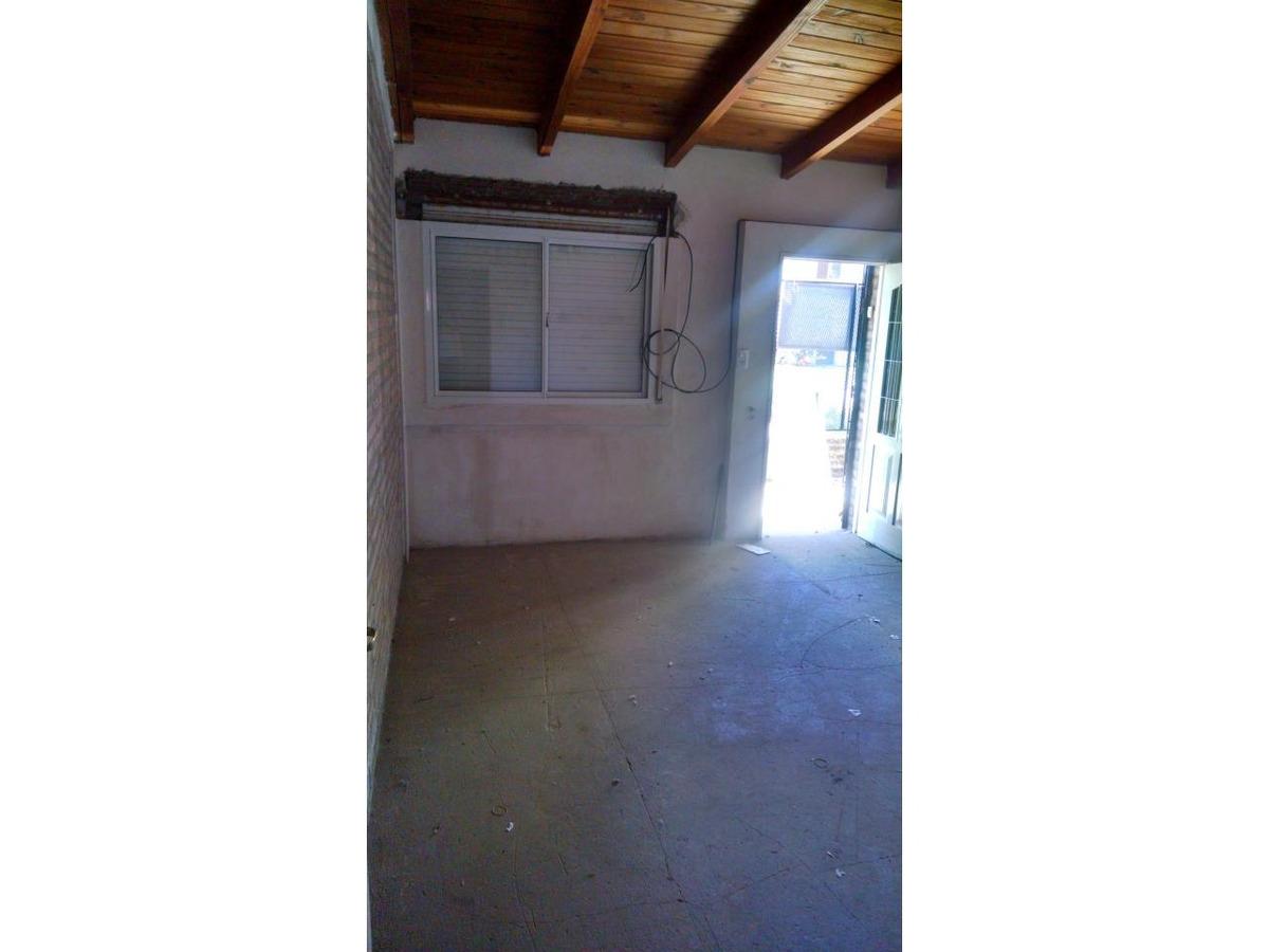 venta casa 2 dormitorio patio cochera jardin todos los servicios namuncura 1172 (baigorria)