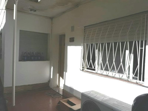 venta casa 2 dormitorios de pasillo microcentro