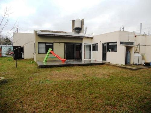 venta casa  2 dormitorios en la plata, 144 e/ 34 y 35.