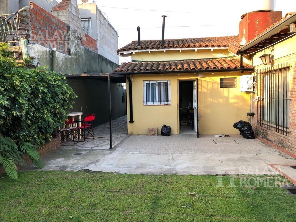 venta - casa 2 dormitorios jardin quincho y parrilla - beccar