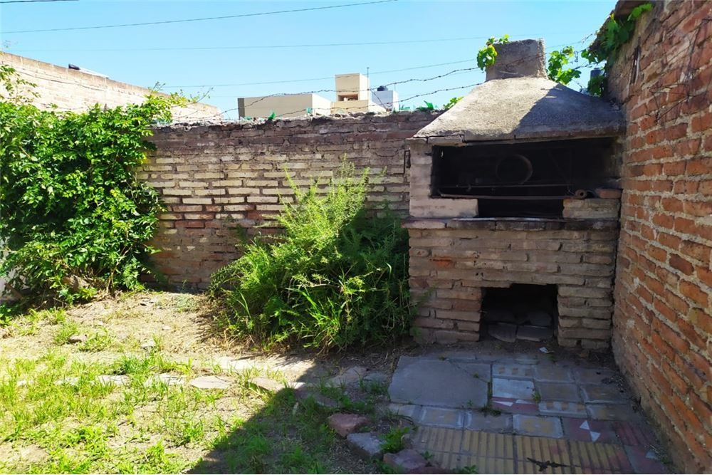venta casa 2 dormitorios lindo patio alto alberdi