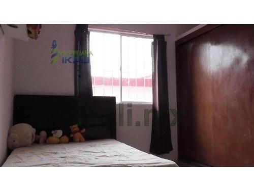 venta casa 2 pisos colonia rafael hernandez ochoa xalapa veracruz, se encuentra ubicada muy cerca del museo en la calle plan de ayala # 118 a, cuenta con sala, comedor, cocina integral, 3 recamaras,