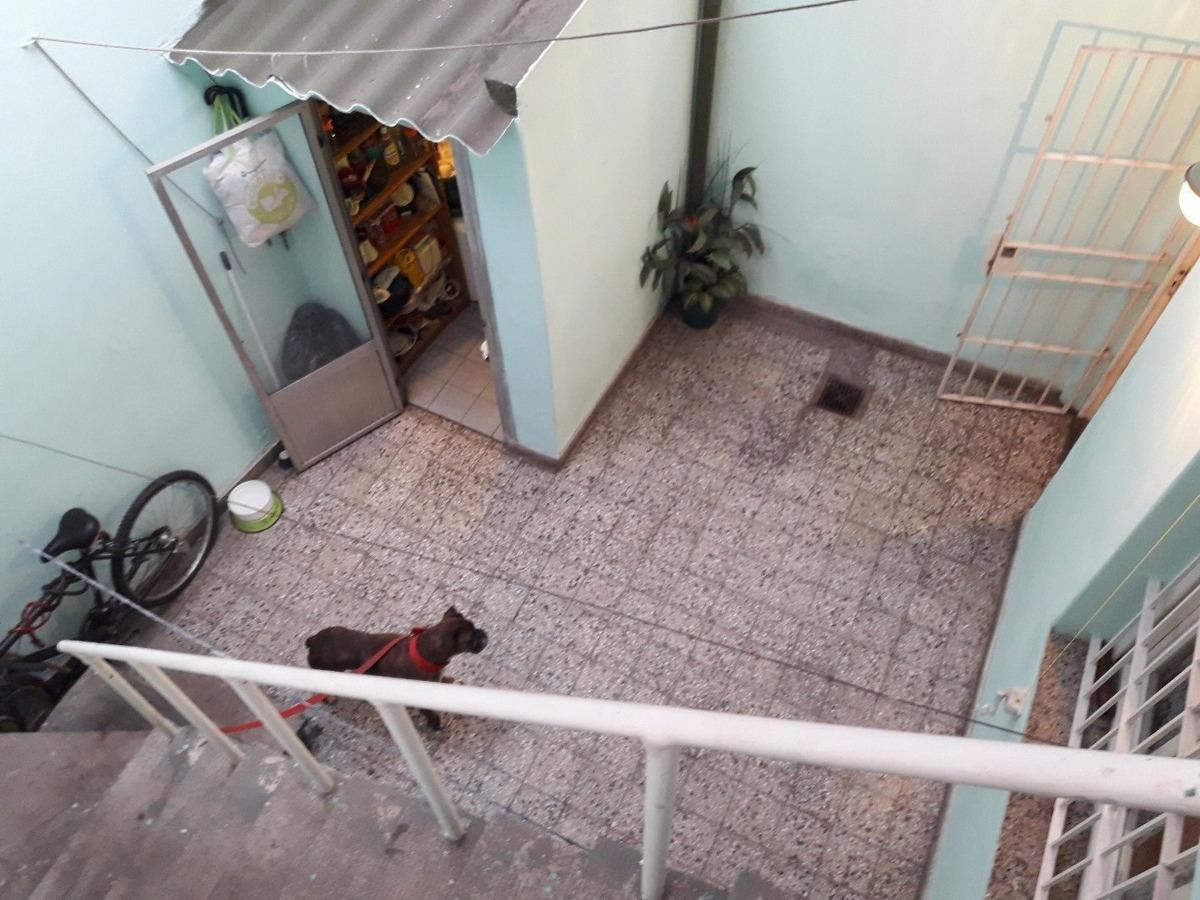 venta casa 3 amb. c/ terraza. al frente. entrada ind. sin expensas