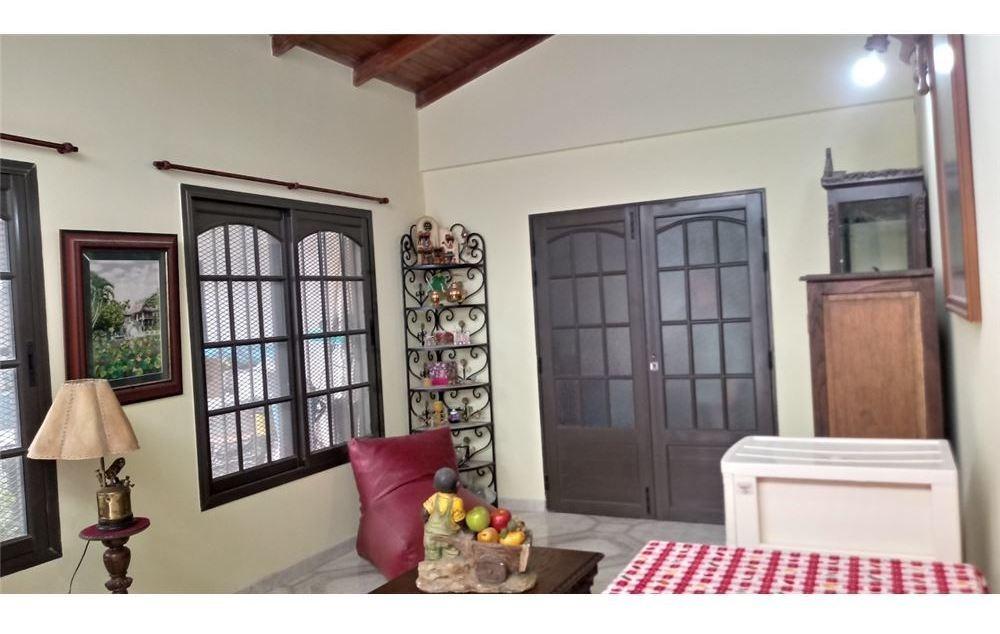 venta casa 3 amb con jardin y cochera quilmes