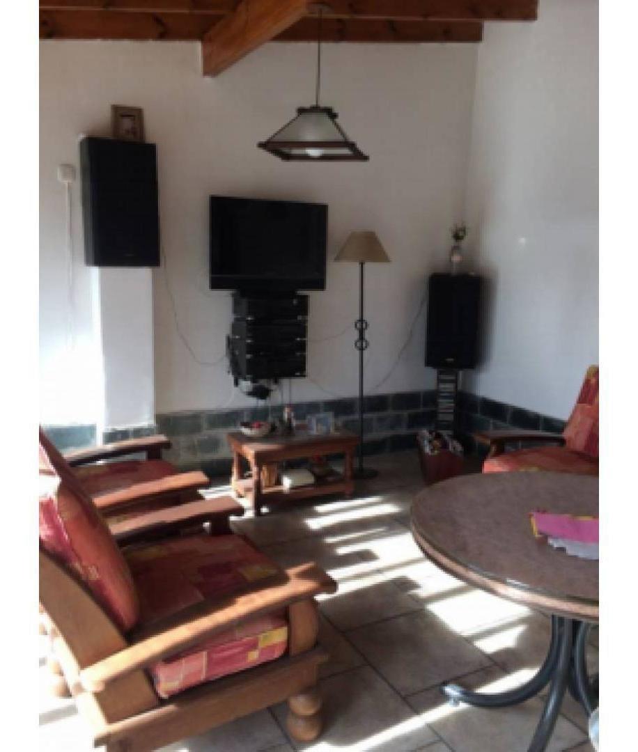 venta casa 3 ambientes / amplio patio quincho cochera cubier