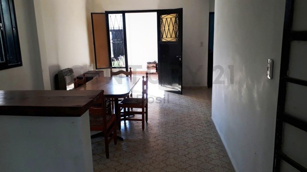 venta casa 3 ambientes c/local y parque lomas del mirador