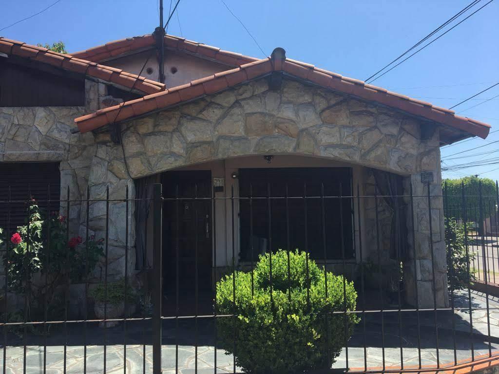 venta casa 3 ambientes  cochera acepta pesos moron