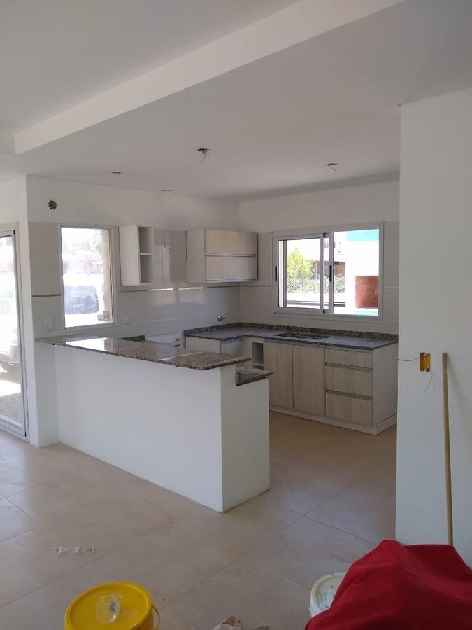 venta casa, 3 ambientes, cochera, parrilla, lote 700m2, san alberto, mina clavero, cordoba