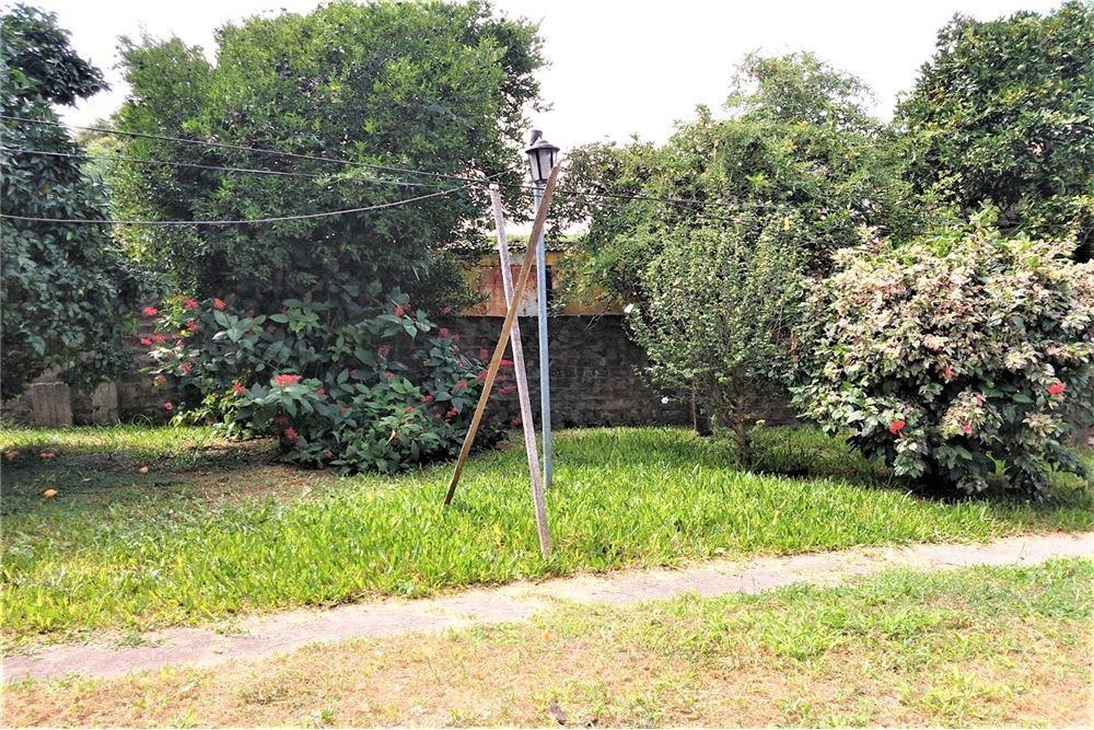 venta casa 3 ambientes, cochera y parque - quilmes
