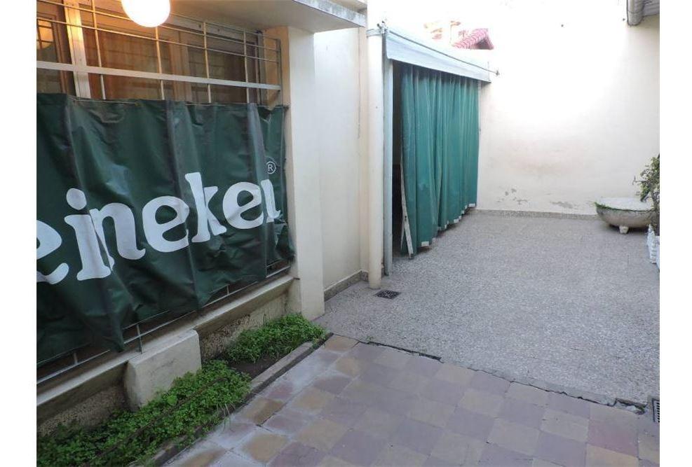 venta casa 3 ambientes con patio bernal oeste
