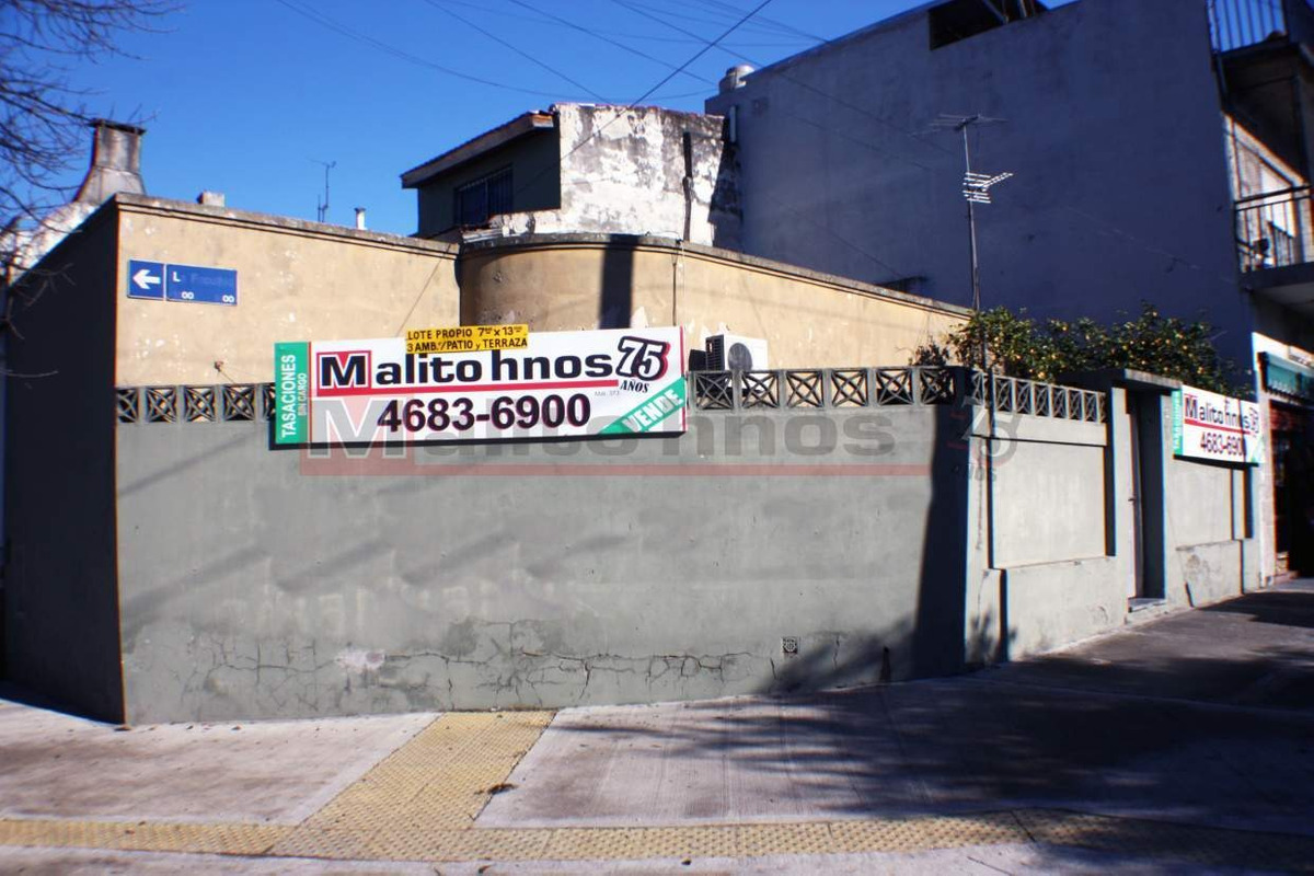 venta casa 3 ambientes con patio en parque avellaneda