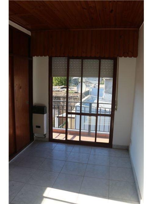 venta casa 3 ambientes con patio, local y cocheras