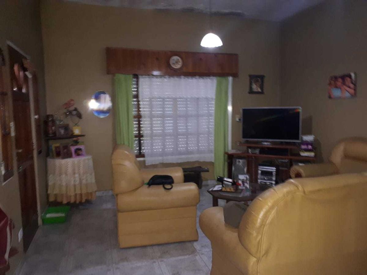 venta casa 3 ambientes en esquina ( isidro casanova )