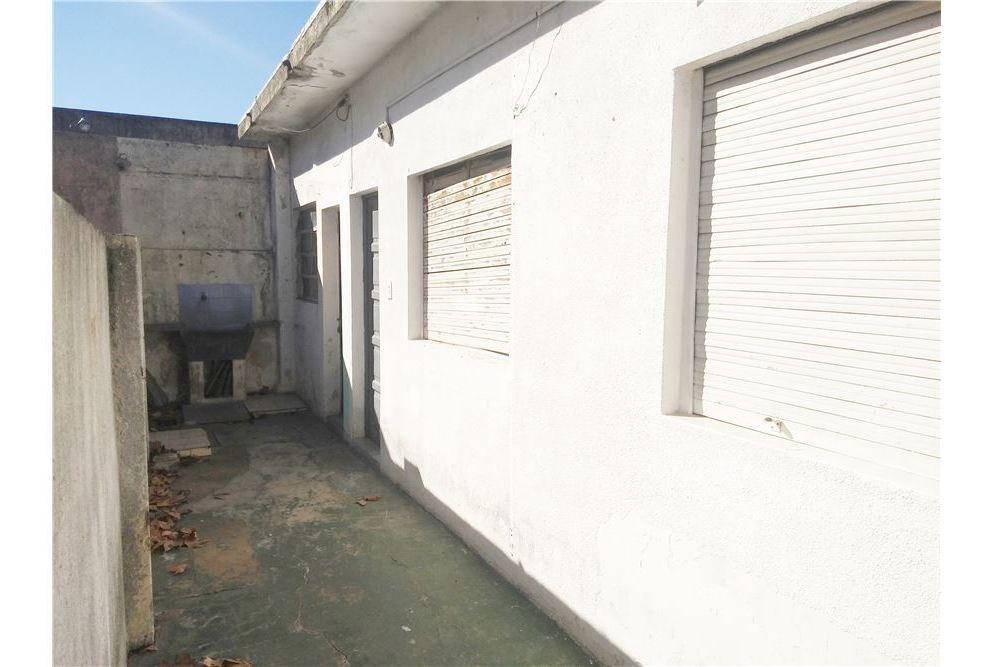 venta casa 3 deptos y local a reciclar villa maipu