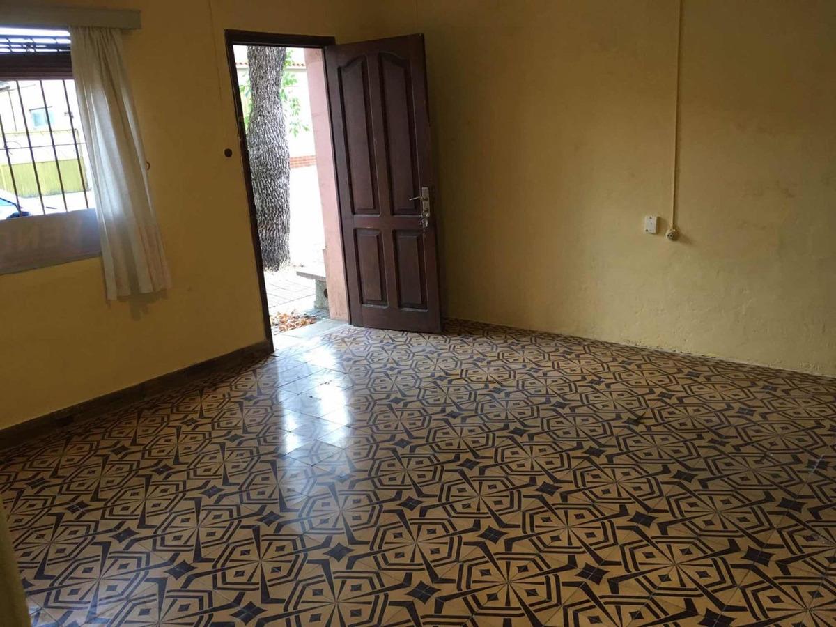 venta casa 3 dorm con patio, gje y parrillero usd 120.000