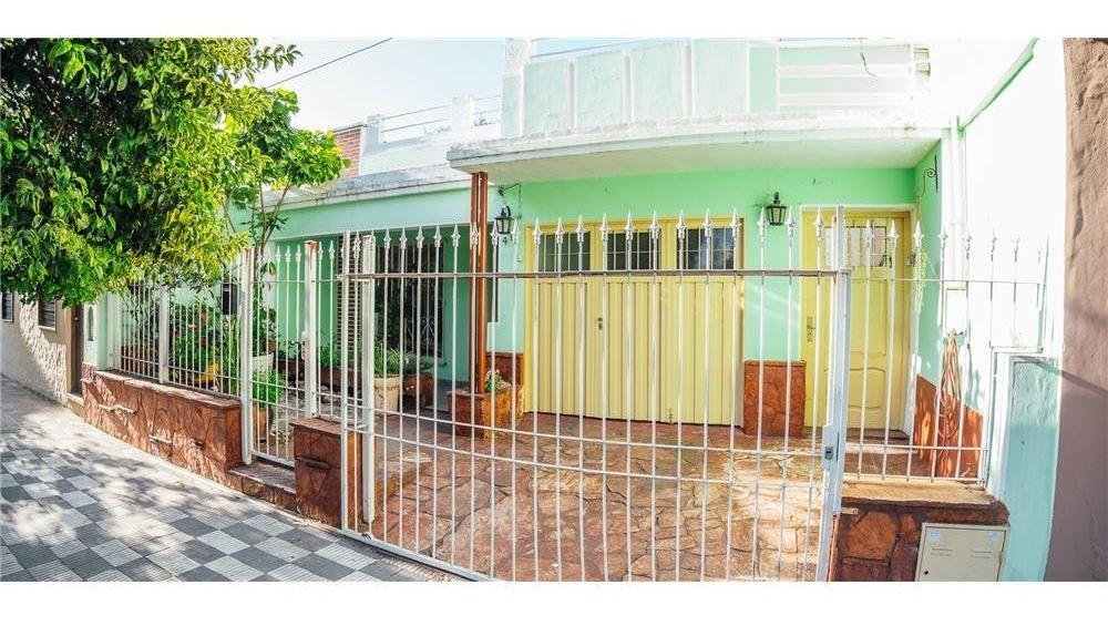 venta casa 3 dorm con salones/galpones - alta cba