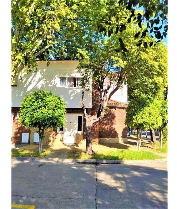 venta casa 3 dorm patio garaje  villa bellester
