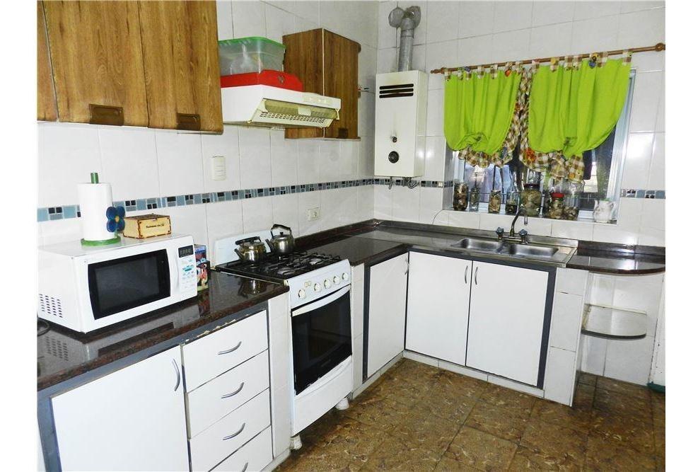 venta casa 3 dormitorios. cochera y patio.