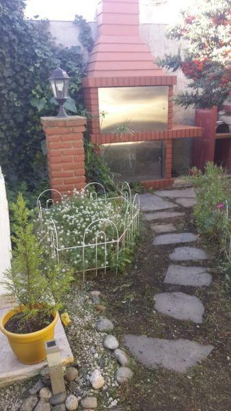 venta   casa 4 amb c/ quincho   barrio ucip