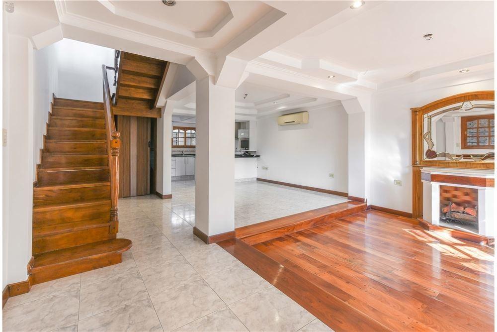 venta casa 4 amb cochera, quincho y patio bernal